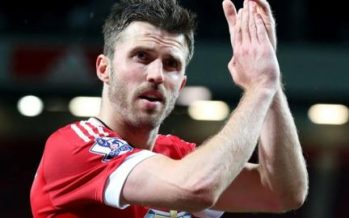 Michael Carrick agrees new Manchester United contract
