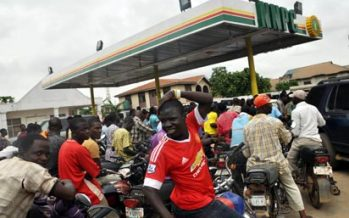 Fuel Scarcity: Motorists spend the night at filling stations
