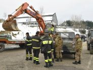 """6 people found alive under """"buried"""" hotel in Italy"""