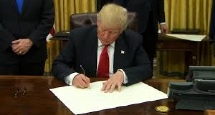 Trump issues executive order to start rolling back Obamacare