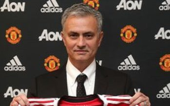 Mourinho extends his stay at Old Trafford till 2020