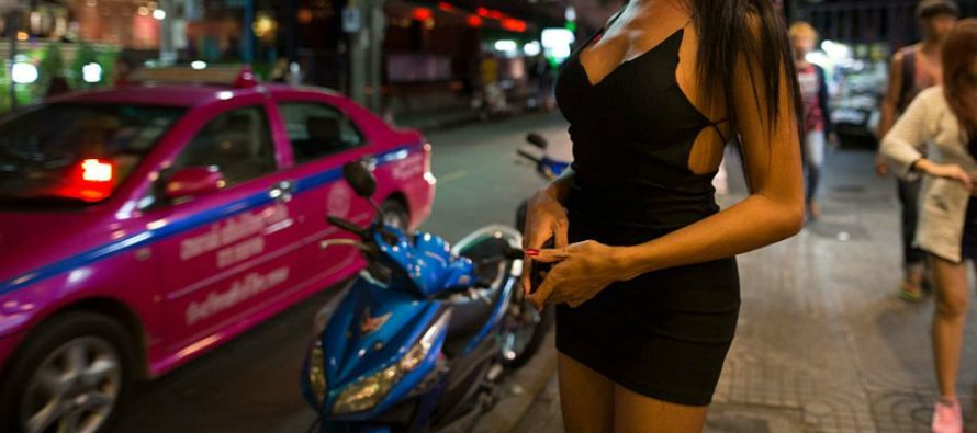 Prostitute returns to work 30 minutes after giving birth